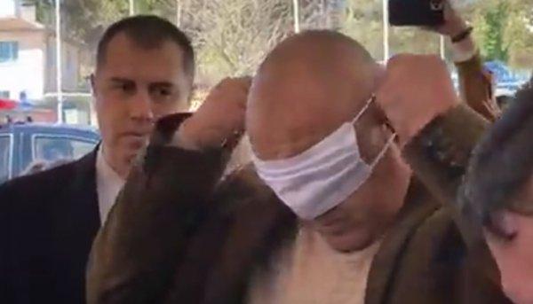 Премиерът Бойко Борисов не можа да се научи как се слага маска, камо ли как се управлява криза като тази с ковид-19. И резултатите не закъсняха